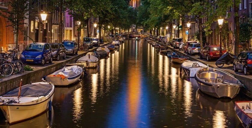 Amsterdam kanalen i Holland